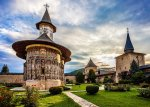 lightorialist-20150610-bucovina-churches-sucevita-02-1024x761-807x578.jpg